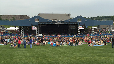 Hollywood Casino Amphitheatre - Crowd on Lawn